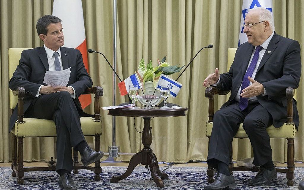 President Reuven Rivlin (R) meets with French Prime Minister Manuel Valls at the President's Residence in Jerusalem, May 23, 2016. (Photo Yonatan Sindel/Flash90)