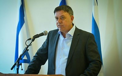 Environmental Minister Avi Gabai announces his resignation, May 27, 2016 (FLASH90)