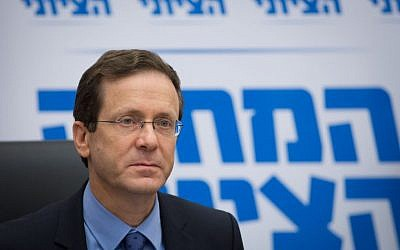 Opposition leader Isaac Herzog attends a Zionist Union faction meeting at the Knesset on May 30, 2016 (Miriam Alster/FLASH90)