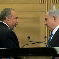 Prime Minister Benjamin Netanyahu (right) and incoming Defense Minister Avigdor Liberman (left) hold a press conference in the Knesset on Monday, May 30, 2016. (Yonatan Sindel/Flash90)