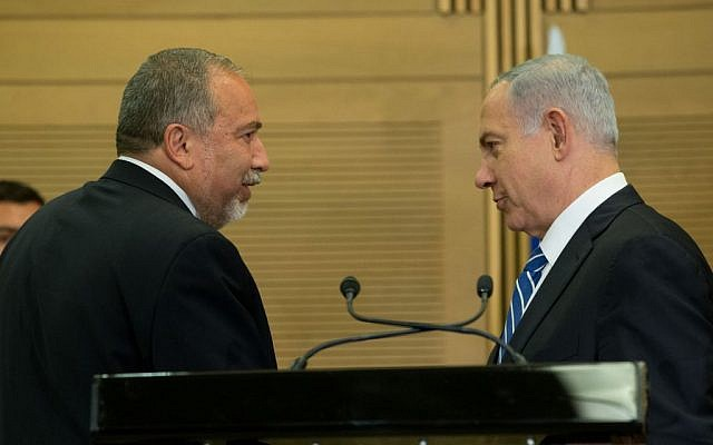 Prime Minister Benjamin Netanyahu (right) and incoming defense minister Avigdor Liberman (left) hold a press conference in the Knesset, May 30, 2016. (Yonatan Sindel/Flash90)