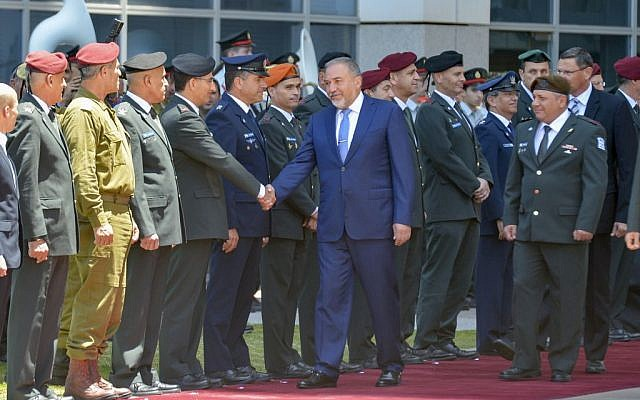 Avigdor Lieberman shakes hands with the military general staff during a welcoming ceremony at the Defense Ministry in Tel Aviv, on May 31, 2016. (Flash90)