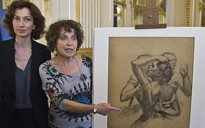 "French Culture Minister Audrey Azoulay, left, and Viviane Dreyfus daughter of the late Maurice Dreyfus pose next to the late 19th century drawing ""Trois danseuses en buste"" by Edgar Degas, as she listens to the speech of French Culture Minister Audrey Azoulay in Paris, France, Monday, May 9, 2016. (AP Photo/Michel Euler)"