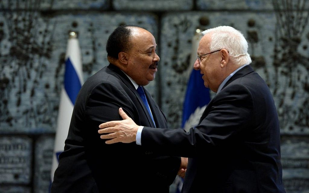 President Reuven Rivlin greets Martin Luther King III, son of civil rights leader Dr. Martin Luther King Jr., at his Jerusalem residence on Sunday, May 8, 2016 (Haim Zach)