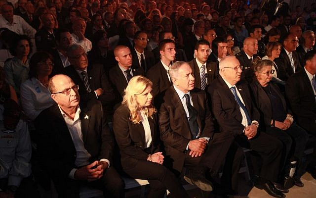 Dignitaries, among them (from left to right) Defense Minister Moshe Ya'alon, Sara and Prime Minister Benjamin Netanyahu, and President Reuven and Nechama Rivlin, attend a Memorial Day ceremony in the Knesset on Tuesday, May 10, 2016 (Yitzhak/Harari/Knesset spokesperson)