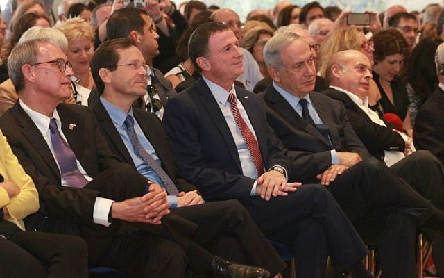 MK Nachman Shai, Opposition Leader Isaac Herzog, Knesset Speaker Yuli Edelstein, Prime Minister Benjamin Netanyahu and Jewish Agency Chairman Natan Sharansky attend Knesset's celebration of the American Jewish contribution to the Yishuv and the State of Israel, May 25, 2016. (Isaac Harari/Knesset Media and Public Relations)