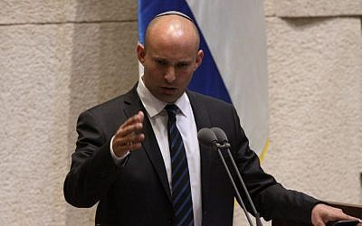 Education Minister Naftali Bennett addresses the Knesset during a Q&A session on May 30, 2016. (Yitzhak Harari/Knesset spokesperson)