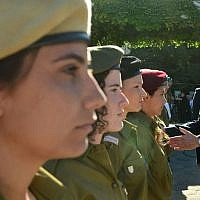 Illustrative: President Reuven Rivlin meets the IDF soldiers awarded for their service on Independence Day, May 12, 2016. (President Spokesman's Office)