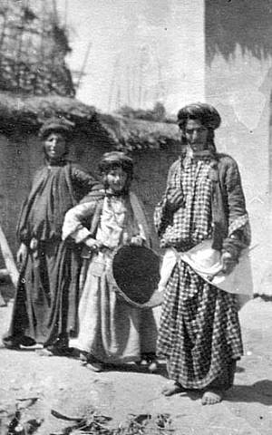 Kurdish Jews in Rawanduz, northern Iraq, 1905 (Wikipedia)