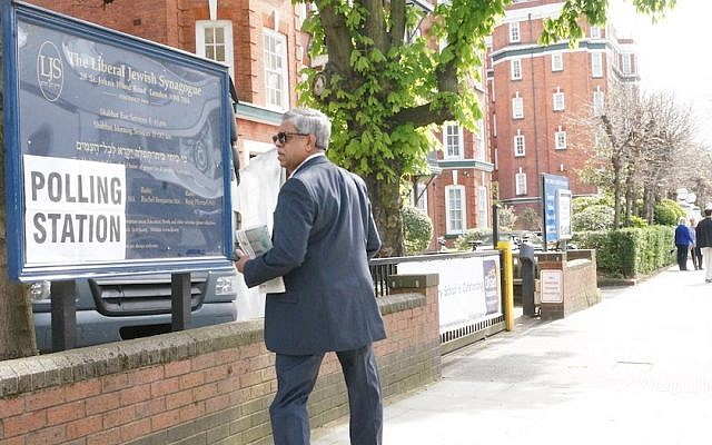 A voter in London's mayoral election outside a synagogue serving as a polling station in the British capital, May 5, 2016. (Cnaan Liphshiz)