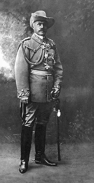 Portrait of General Lothar von Trotha, ca. 1905. (Wikipedia)