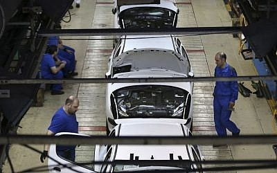 Iranian car workers assemble cars at the state-run Iran Khodro automobile manufacturing plant, just outside Tehran, Iran, April 25, 2015 (AP Photo/Vahid Salemi)