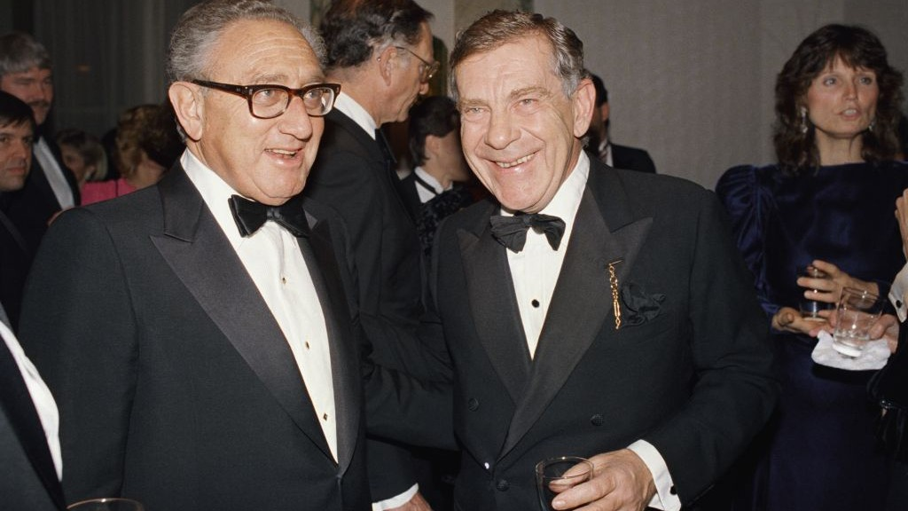 "In this March 3, 1988 file photo, Henry Kissinger, left, and Morley Safer of CBS' ""60 Minutes"" pose during reception for the program in New York. (AP Photo/Mark Lennihan, File)"