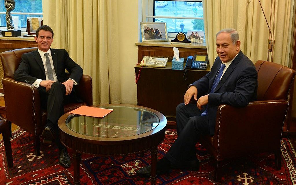 Prime Minister Benjamin Netanyahu meets with his French counterpart, Manuel Valls, in Jerusalem on Monday, May 23, 2016 (Kobi Gideon/GPO)