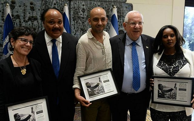 Journalist Anat Saragusti (from left), Martin Luther King III, singer Idan Raichel, President Reuven Rivlin and former MK Pnina Tamano-Shata at the President's Residence on May 8, 2016 for a ceremony honoring their activism on behalf of the Ethiopian Jewish community. (Haim Zach/GPO)