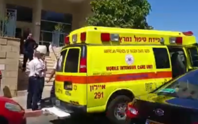An ambulance outside of apartment where a couple was found shot to death on Pika street in Rishon Lezion, on May 25, 2016. (screen capture: Ynet)