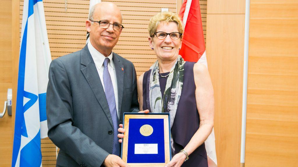 Ontario Premier Kathleen Wynne with Tel Aviv University President, Prof. Joseph Klafter. (Courtesy)