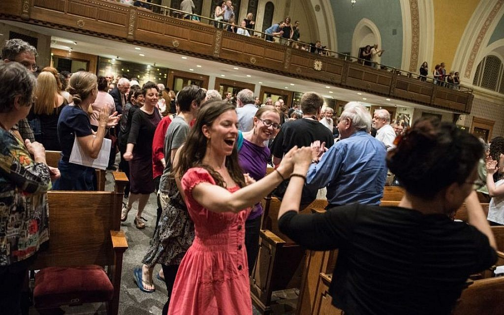 The Klezmatics had the audience on their feet at their May 16, 2016 tribute to Sholem Aleichem with A Besere Velt chorus at Boston's Temple Ohabei Shalom (Derek Kouyoumjian/ Boston Workmen's Circle)