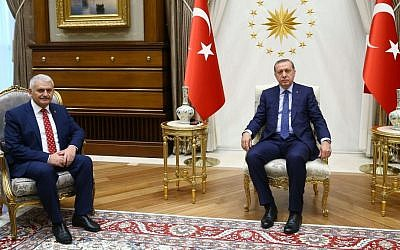 Turkey's President Recep Tayyip Erdogan, right, and Binali Yildirim, the ruling party's new chairman, pose for a photograph at the presidential palace in Ankara, Turkey, Sunday, May 22, 2016. (Presidential Press Service, Pool via AP Photo)