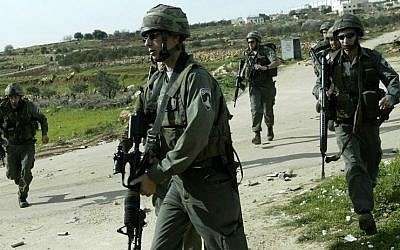 Illustrative photo of border police near the West Bank village of Bidu and the security barrier. (David Furst Flash90)