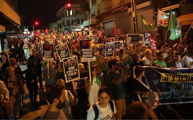 Protesters demonstrate against the appointment of Yisrael Beytenu chairman Avigdor Liberman as defense minister in central Tel Aviv, on May 28, 2016. (Courtesy Joint List)