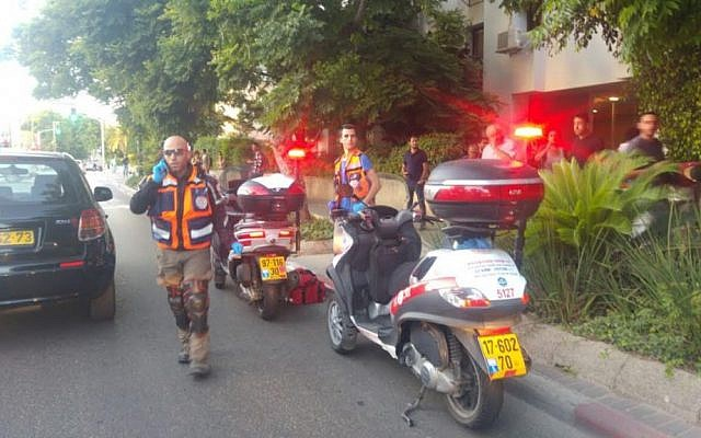 Emergency personnel at the scene of a stabbing in Tel Aviv, which left a soldier lightly wounded, on May 30, 2016 (Courtesy Magen David Adom)