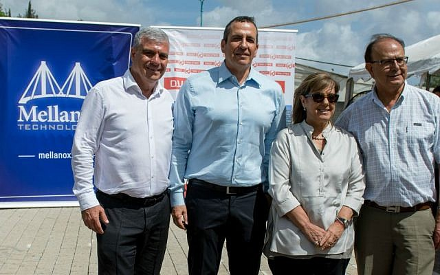 Simon Alfassi, Mayor of Yokne'am, on right, and Eyal Waldman, CEO of Mellanox, second from left, at a ceremony in Yokne'am on May 4, 2016. (Courtesy/Omer Tal)
