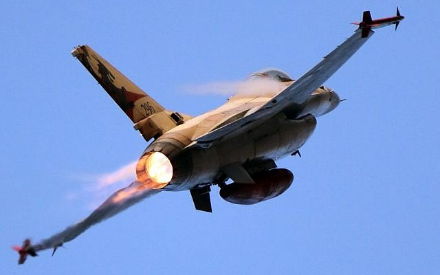An Israel Air Force F-16, December 31, 2015. (Ofer Zidon/Flash90/File)