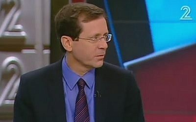 Zionist Union chairman Isaac Herzog talks to Channel 2 television on May 19, 2016 (screen capture)