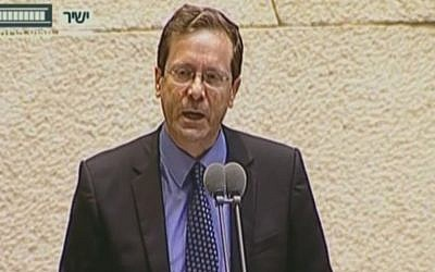 Isaac Herzog speaking in the Knesset on May 23, 2016. (screen capture: Knesset channel)