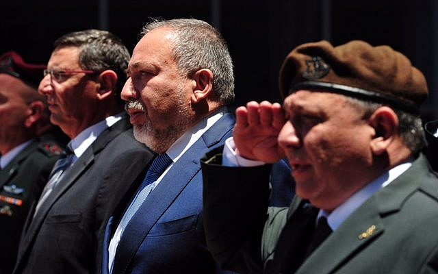 Newly appointed Defense Minister Avigdor Liberman alongside IDF Chief of Staff Gadi Eisenkot during a ceremony welcoming him to the Defense Ministry, May 31, 2016. (Ariel Harmoni/Ministry of Defense)