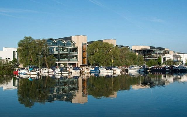 A view of the University of Lincoln from across the Brayford Pool on May 22, 2010. (CC BY Wikimedia commons)