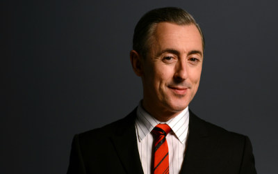 Actor Alan Cumming, in Israel for Tel Aviv's 2016 Gay Pride Week, is the host of PBS' 'Masterpiece Mystery' (Courtesy PBS)