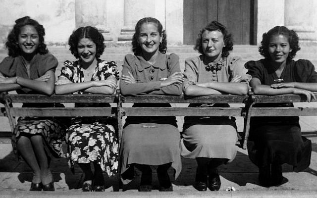 Isabel Schiller (second from right) with friends in Santo Domingo, Cuba 1939. (Courtesy)