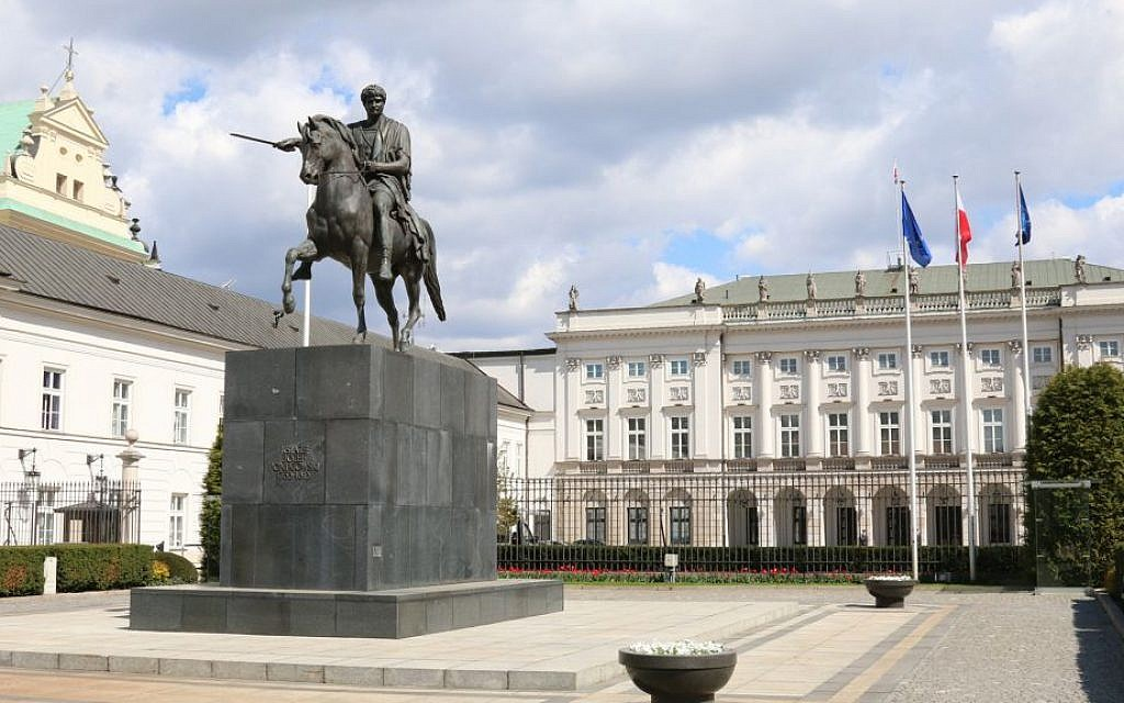 The President's Palace, remodeled based on a 17th century villa, features a statue of a Polish prince in ancient Roman attire. (Shmuel Bar-Am)