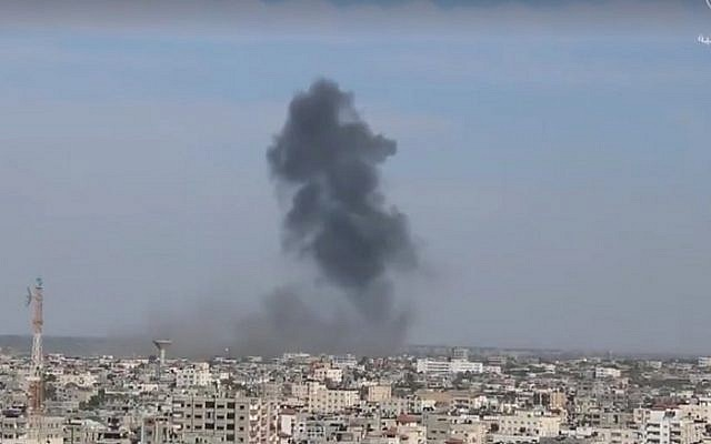 Smoke billows over Rafah in the southern Gaza Strip as IAF planes struck four Hamas military targets, May 5, 2016. (Screenshot/Shehab News Agency)