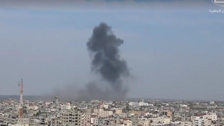 Smoke billows over Rafah in the southern Gaza Strip as Israel Air Force planes struck four Hamas military targets, May 5, 2016. (Screenshot: Shehab News Agency)