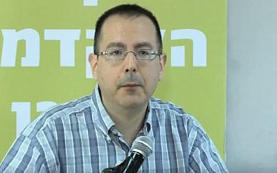 David Schizer speaks at  Ono Academic College in Israel, June 18, 2012 (screen capture: YouTube)