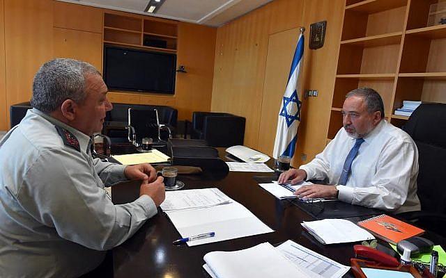 Defense Minister Avigdor Liberman (R) meets with IDF chief of staff Gadi Eisenkot (L) on May 31, 2016 (Ariel Harmoni/Defense Ministry)