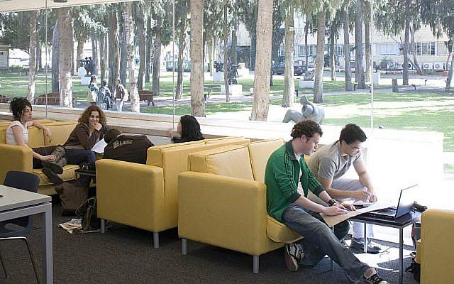 Students at Herzliya's IDC. (Courtesy)