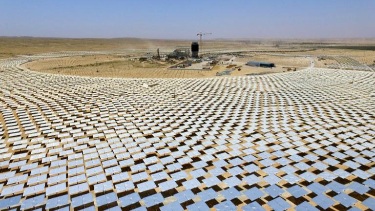 In Israeli Desert World S Highest Solar Tower Looks To