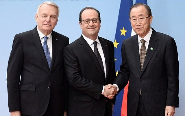 (L to R) French Foreign Minister Jean-Marc Ayrault, French President Francois Hollande and United Nations Secretary General Ban Ki-moon pose at an international and interministerial meeting in a bid to revive the Israeli-Palestinian peace process, in Paris, on June 3, 2016. (AFP Photo/Pool/Stephane de Sakutin)