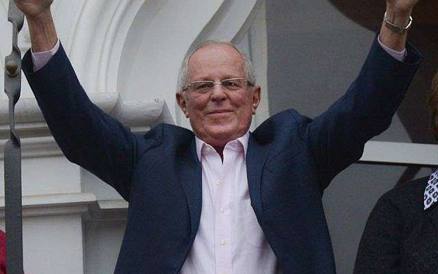 "Presidential candidate for the ""Peruanos por el Kambio"" party Pedro Pablo Kuczynski celebrates the preliminary results from the runoff elections, on June 5, 2016 in Lima. (AFP PHOTO / MARTIN BERNETTI)"