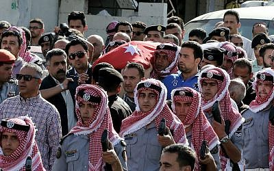 Jordanian mourners carry the body of intelligence corporal Omar al-Hayari, one of the five Jordanian intelligence agents killed during a gun attack at the Palestinian refugee camp of Baqaa, on June 6, 2016, during his funeral in Salt, a town west of the capital Amman. (AFP/Khalil Mazraawi)