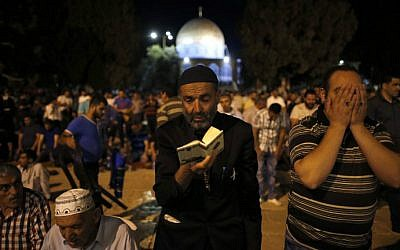 "Palestinian Muslim worshippers pray in front of the the Dome of the Rock at the al-Aqsa Mosque compound on Jerusalem's Temple Mount during the ""tarawih"" prayer marking the first evening of Islam's holy month of Ramadan, on June 6, 2016. (Ahmad Gharabli/AFP)"