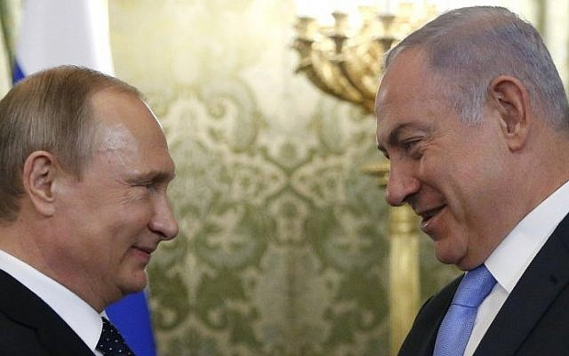 Russian President Vladimir Putin (L) welcomes Prime Minister Benjamin Netanyahu during a meeting at the Kremlin in Moscow on June 7, 2016. (AFP Photo/Pool/Maxim Shipenkov)