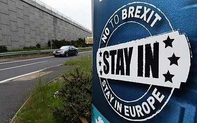A 'No To Brexit' sign is pictured on the outskirts of Newry in Northern Ireland on June 7, 2016. (AFP Photo/Paul Faith)