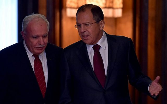 Russian Foreign Minister Sergei Lavrov (R) talks to his Palestinian counterpart Riyad al-Maliki as they enter a hall during a meeting in Moscow on June 8, 2016. (AFP PHOTO/KIRILL KUDRYAVTSEV)