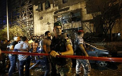 Lebanese security forces cordon off an area covered in debris following an explosion near a major bank in the western part of the Lebanese capital of Beirut, June 12, 2016. (AFP/Anwar Amro)