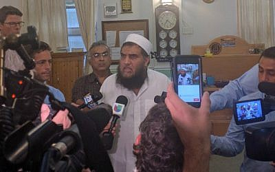 Imam Syed Shafeeq Rahman, the imam of the mosque that mass shooter Omar Mateen attended, speaks to the media in Fort Pierce, Florida on June 12, 2016. (Jon Silman/AFP)